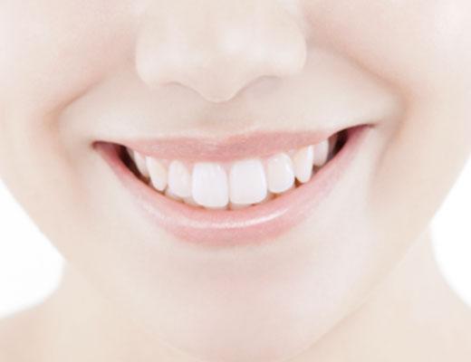 歯並びがきれいな口元